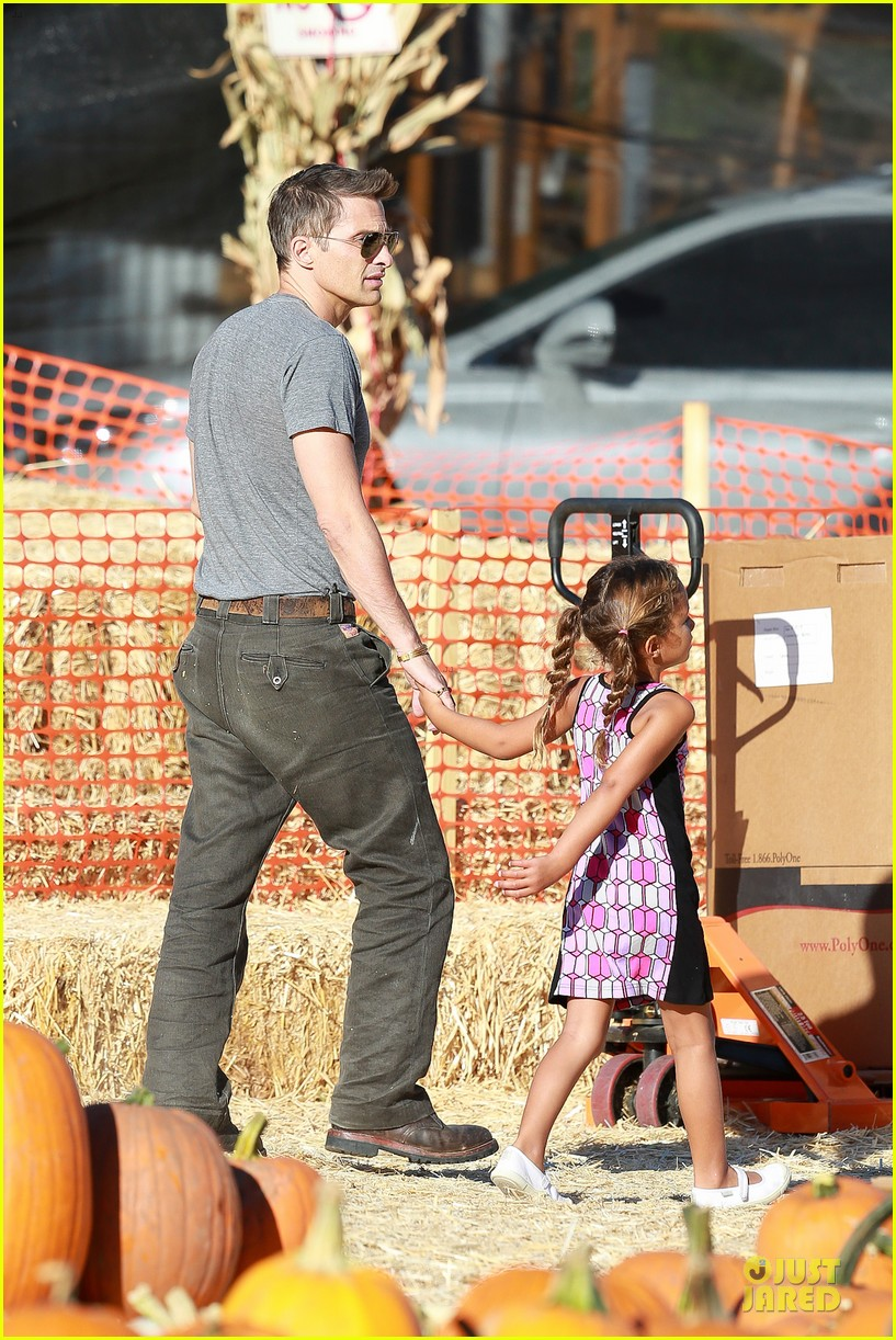 olivier martinez steps out after halle berry gave birth to son 202968114