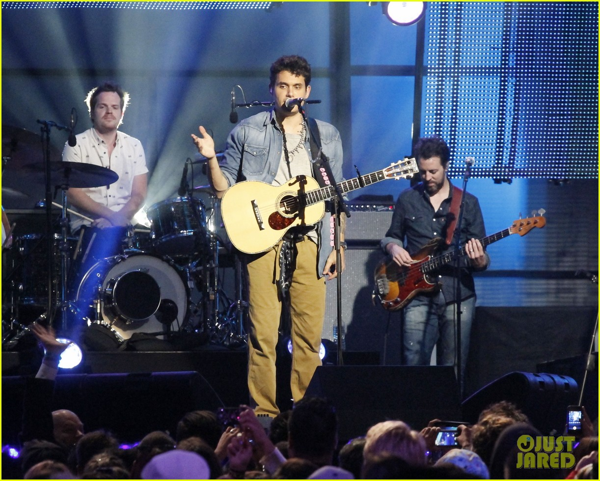 john mayer visits jimmy kimmel live for paradise valley 02