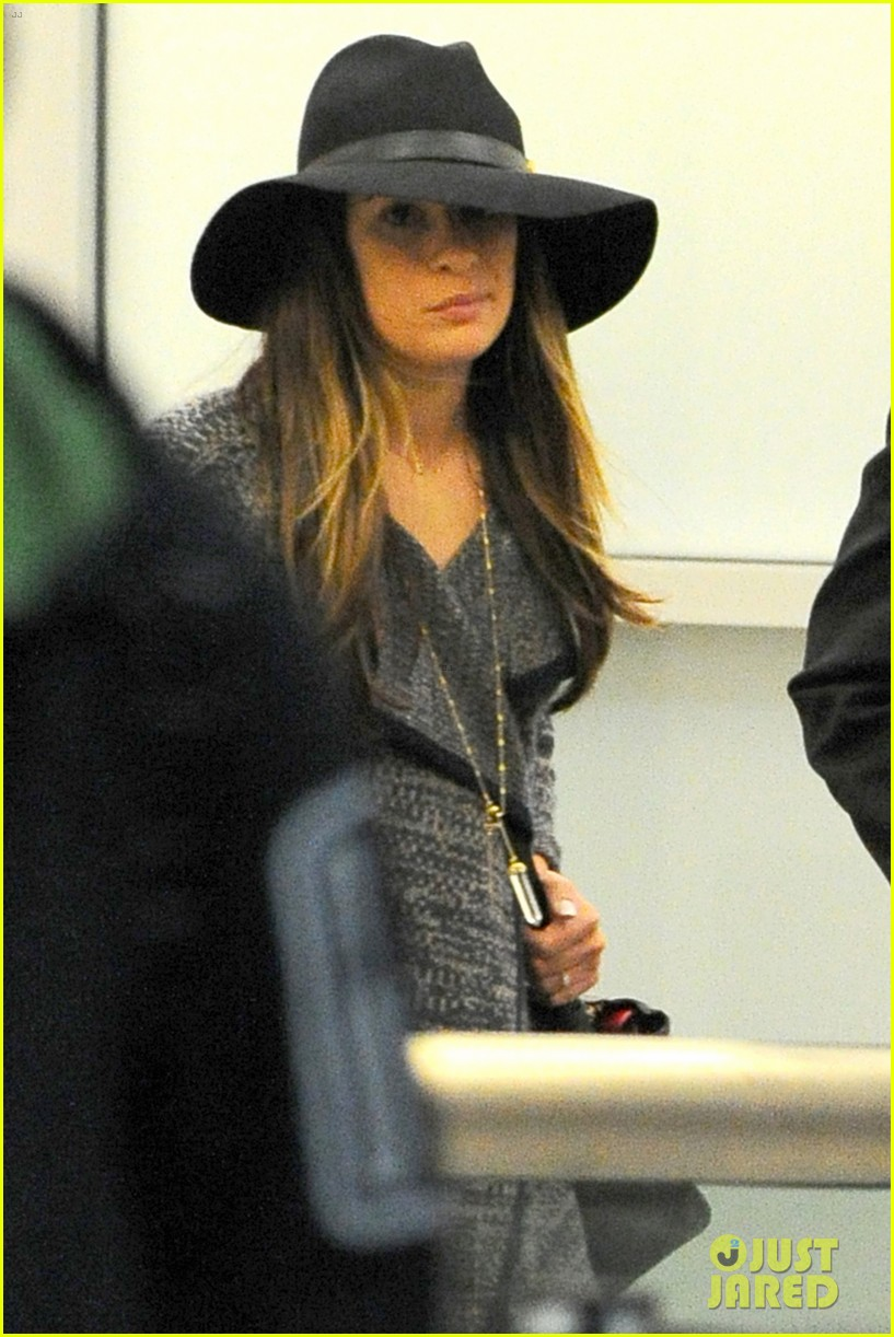 lea michele jets out of los angeles after haunted hayride fun 03