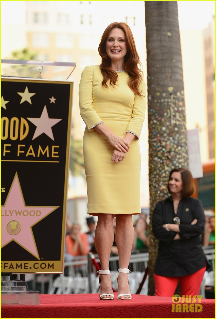julianne moore hollywood walk of fame ceremony 01