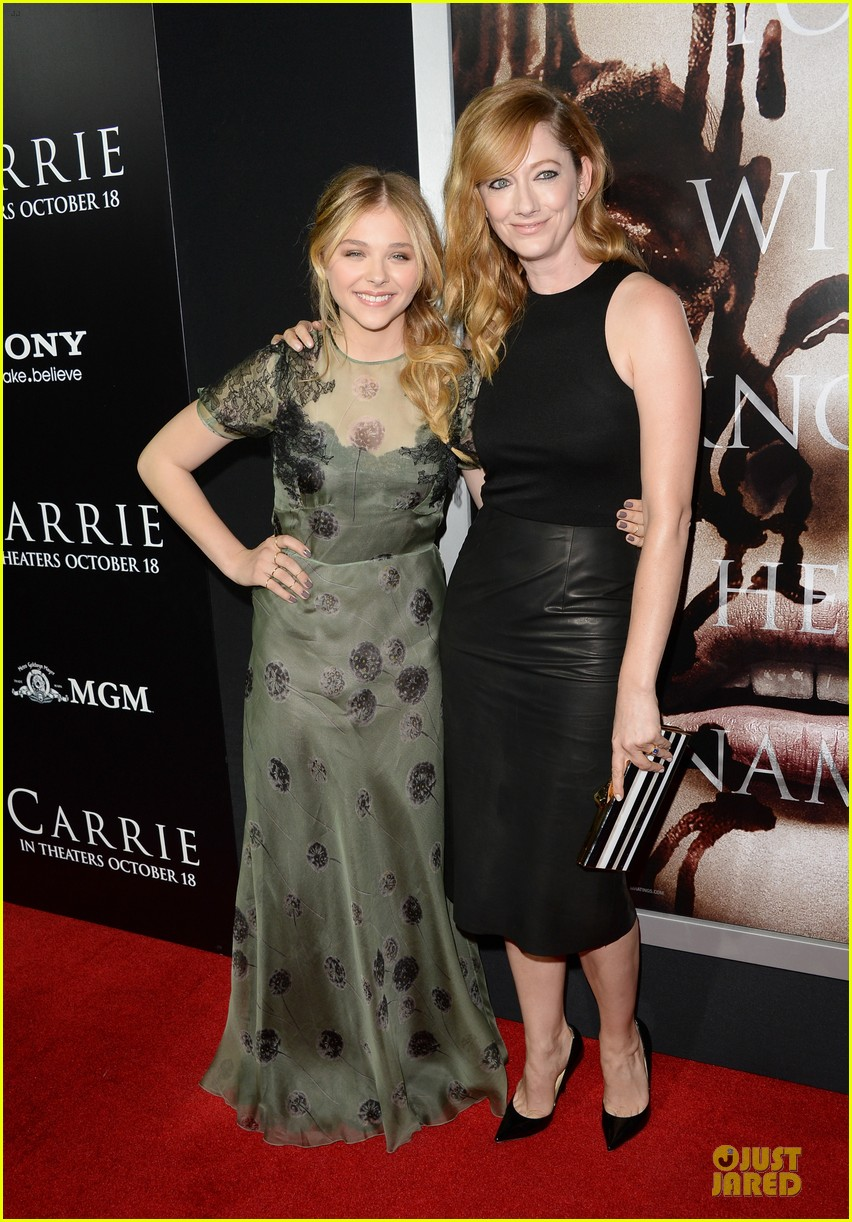 chloe moretz julianne moore carrie hollywood premiere 262968446