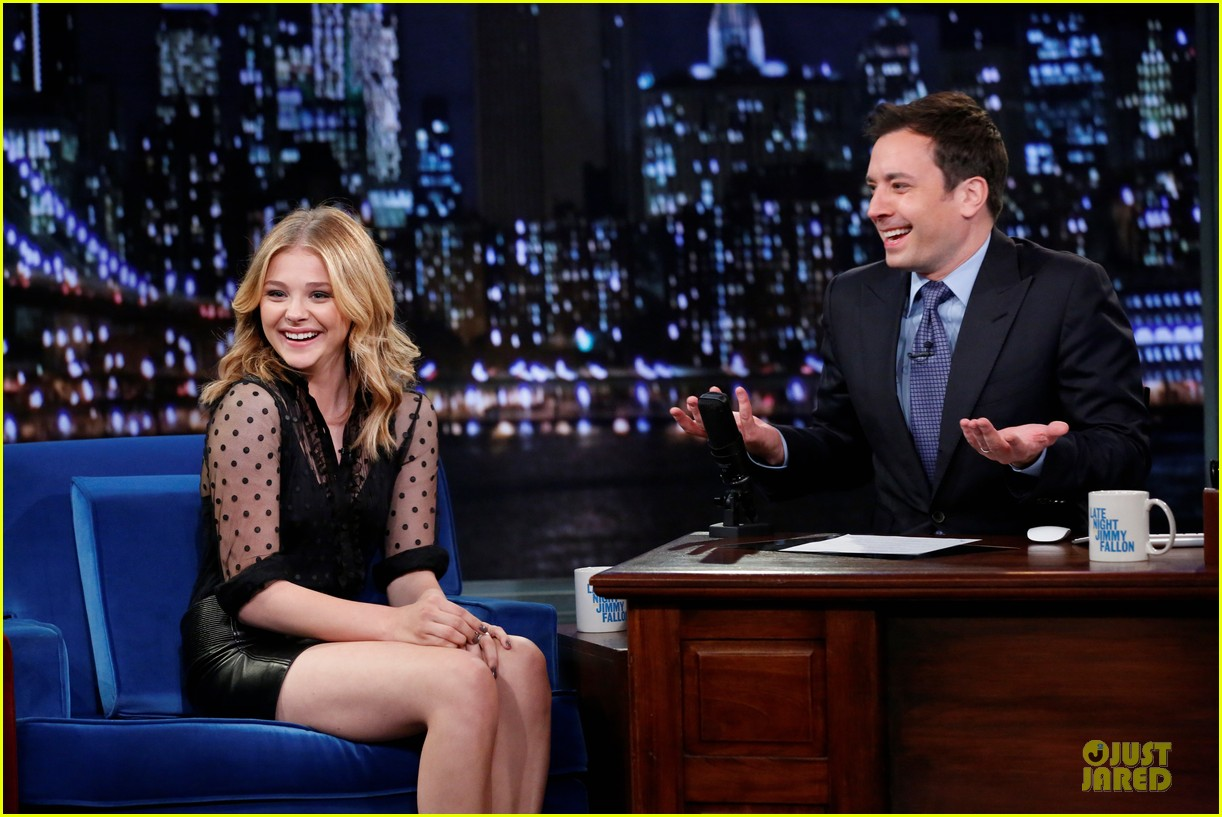 chloe moretz fierce carrie promo on fallon 022969319