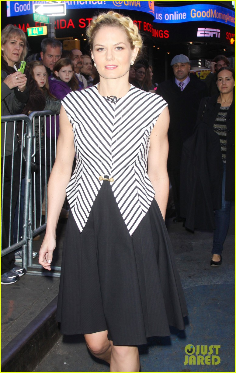 jennifer morrison promotes once upon a time in nyc 02