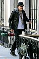 orlando bloom stops by miranda kerr apartment 11