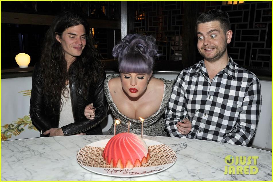 kelly osbourne celebrates birthday amid lady gaga feud 022981874