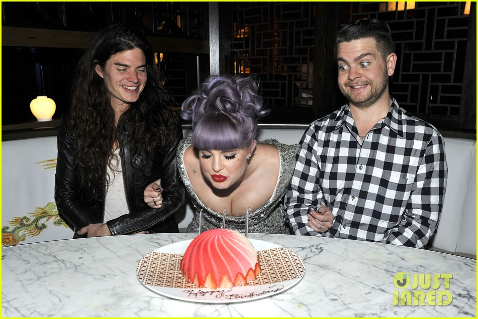 kelly osbourne celebrates birthday amid lady gaga feud 07