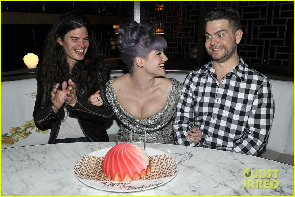 kelly osbourne celebrates birthday amid lady gaga feud 09