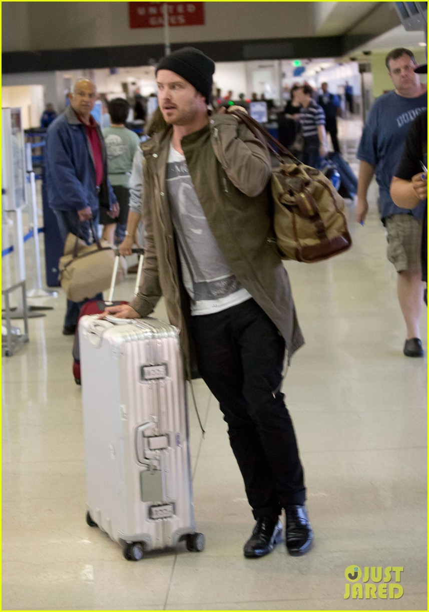 aaron paul gets kisses from lauren parsekian at lax 03