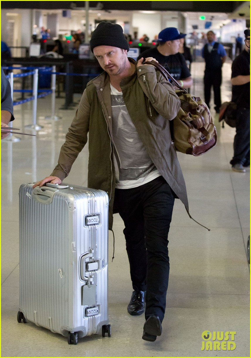aaron paul gets kisses from lauren parsekian at lax 05