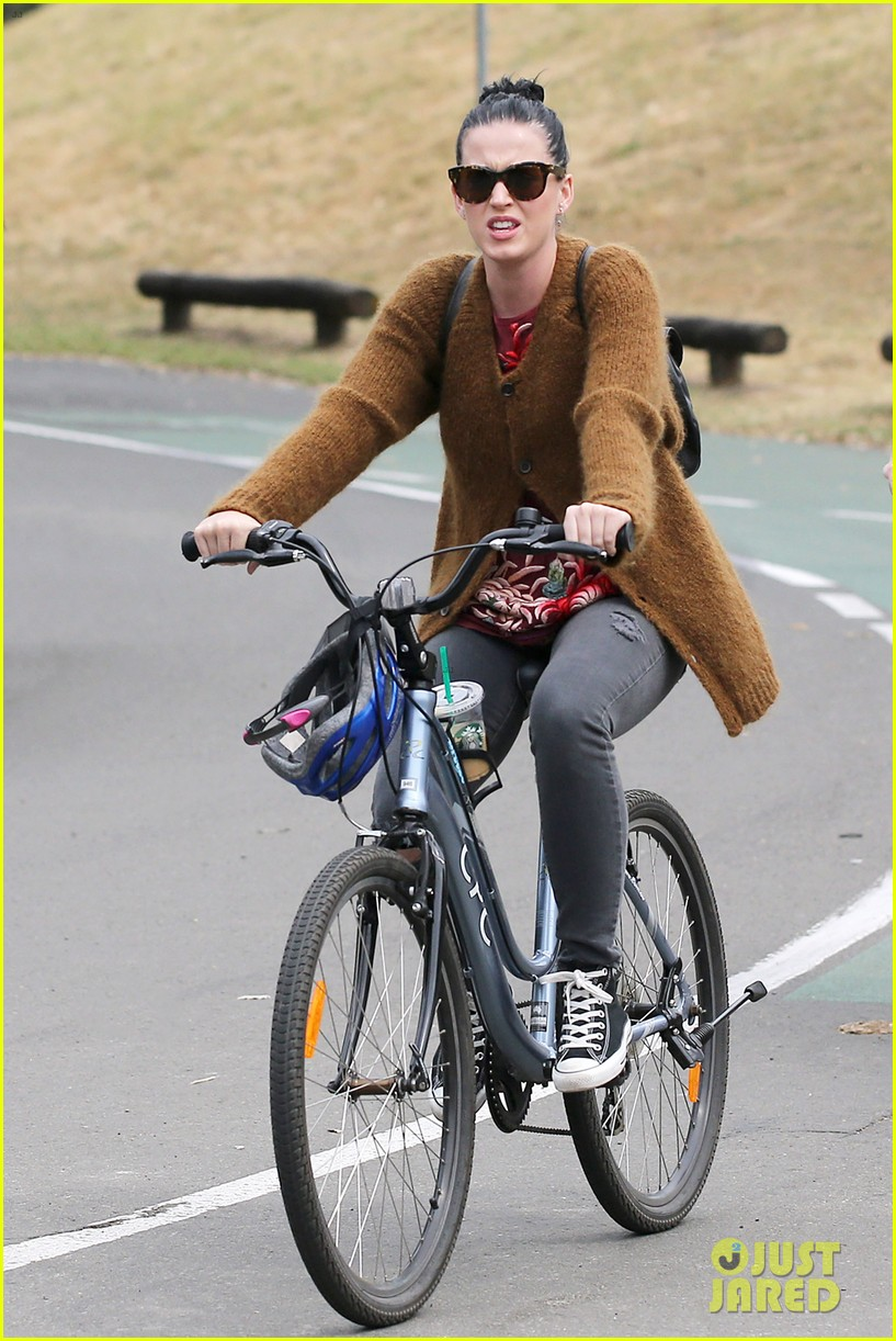katy perry bikes in sydney thanks fans for bday wishes 062981414
