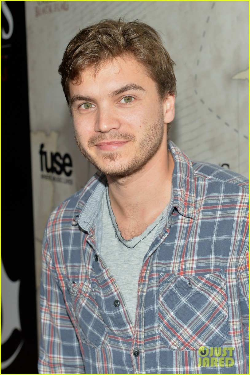 alex pettyfer emile hirsch assassinss creed iv black flag launch party 04
