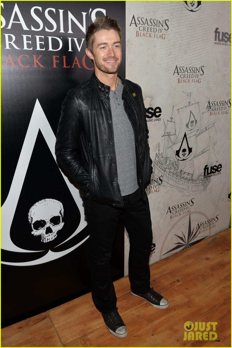 alex pettyfer emile hirsch assassinss creed iv black flag launch party 16