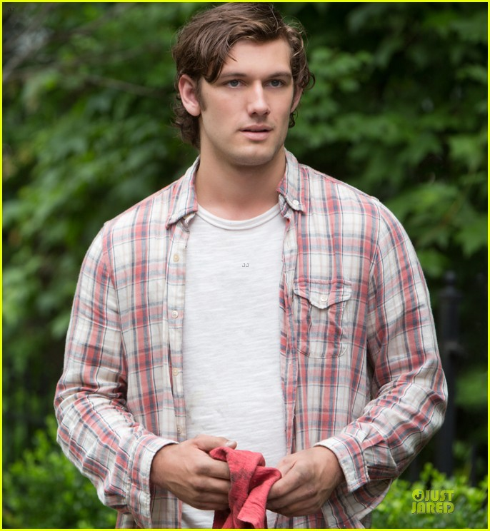 alex pettyfer gabriella wilde steam up endless love trailer 042973921