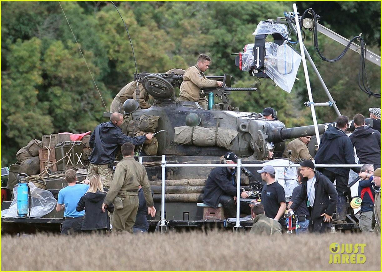 brad pitt shia labeouf continue shooting fury tank scenes 122965924