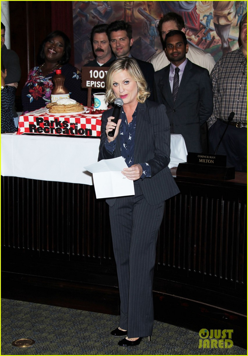 amy poehler parks recreation 100th episode celebration 02