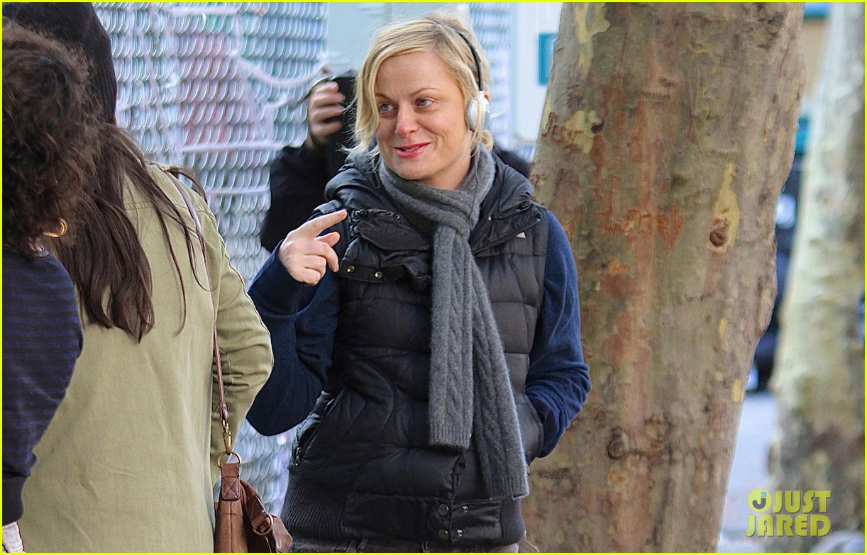 amy poehler louis ck team up for broad city 02