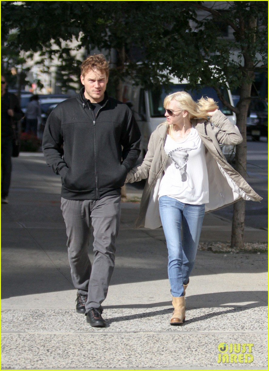 chris pratt strolls with anna faris tweets thanks for guardians 12