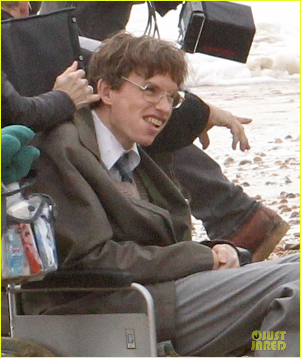 eddie redmayne gets piggy back ride on set 042975415