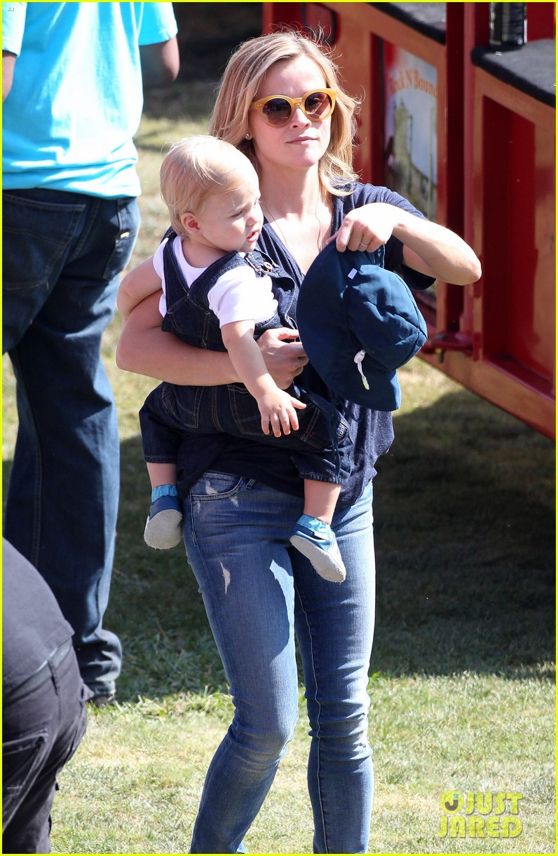 reese witherspoon jim toth brentwood corn festival 26