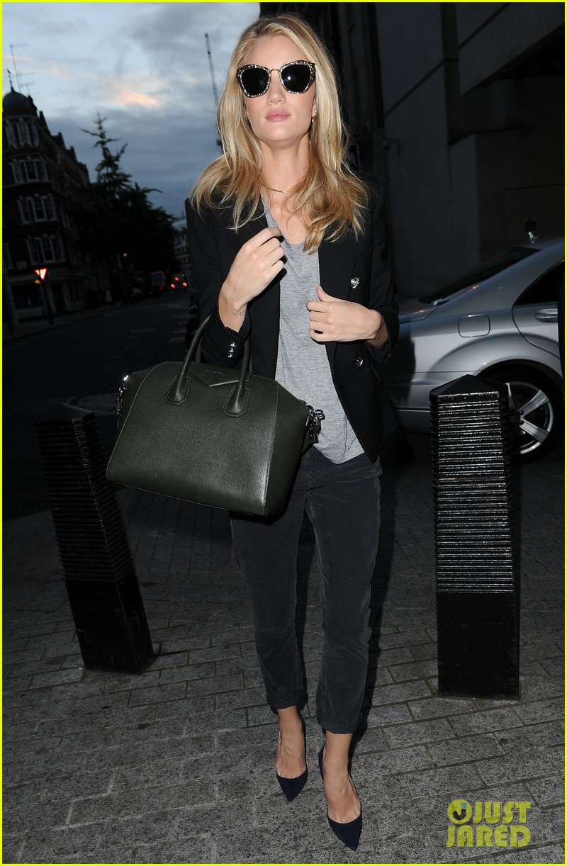 rosie huntington whiteley i dont feel like a sex symbol 012974377