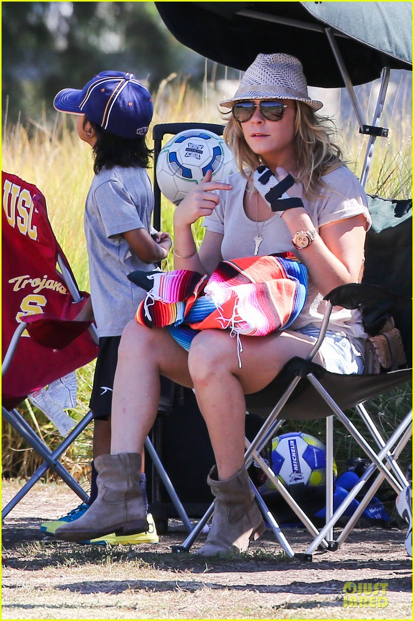 leann rimes hand brace is not my best fashion accessory 10