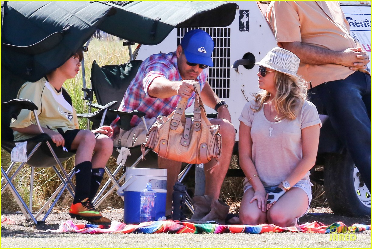 leann rimes hand brace is not my best fashion accessory 192966839