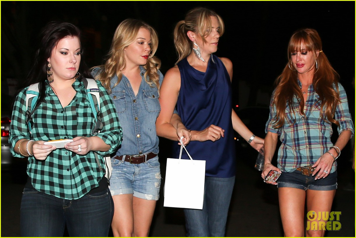 leann rimes girls night out at oil can harrys 012972852