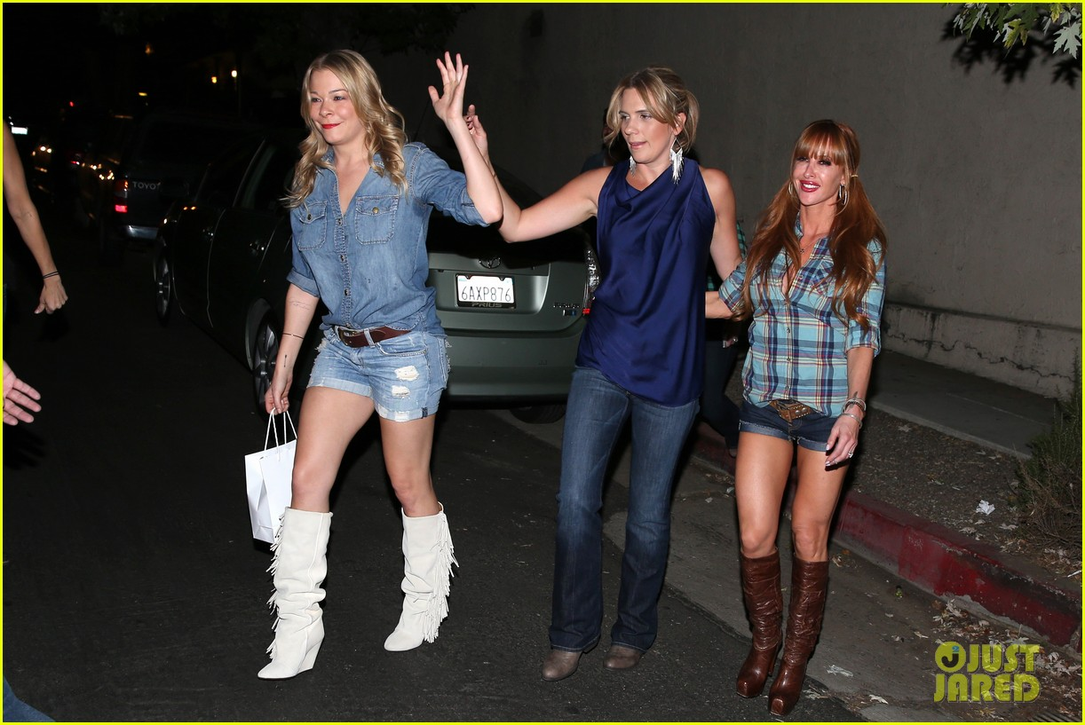 leann rimes girls night out at oil can harrys 09