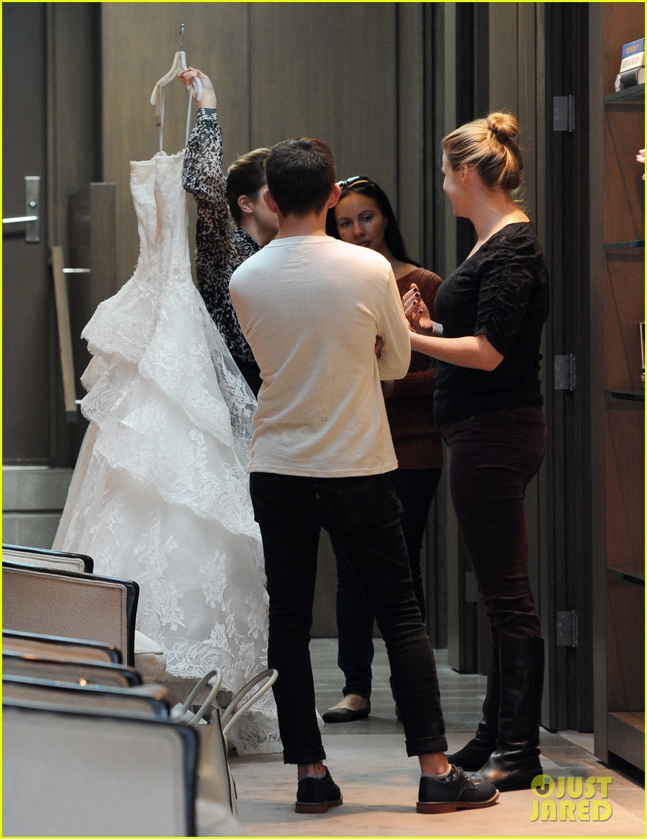naya rivera goes wedding dress shopping with kevin mchale 12