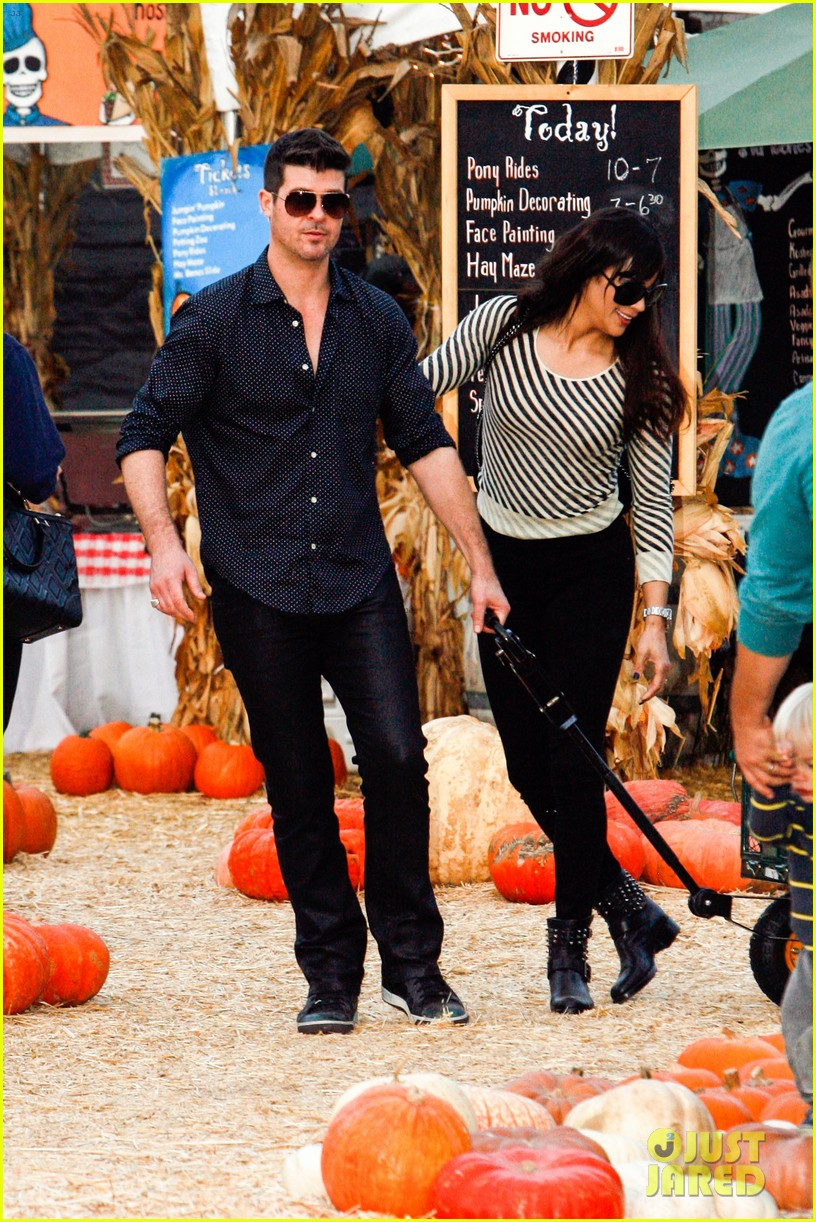 robin thicke paula patton smooches pumpkin patch 09