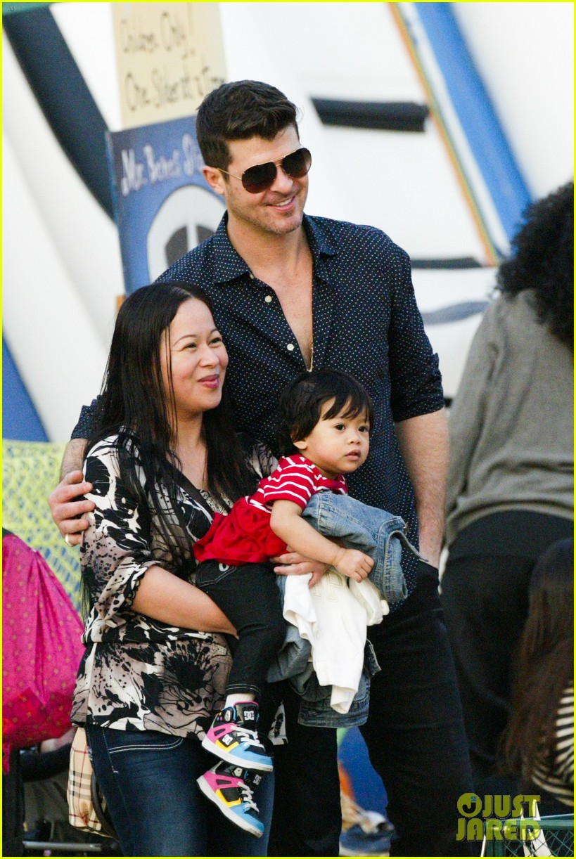 robin thicke paula patton smooches pumpkin patch 13