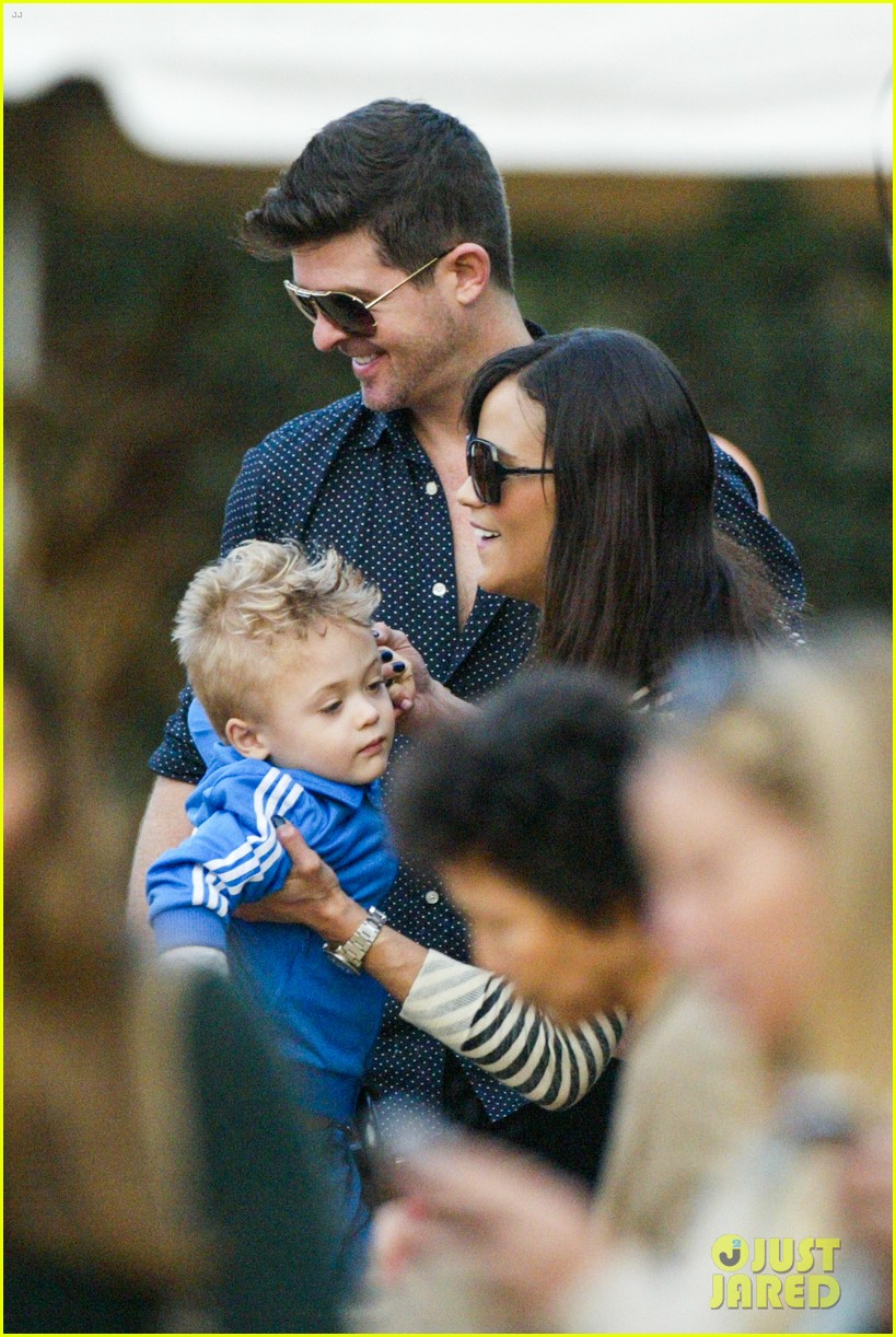 robin thicke paula patton smooches pumpkin patch 23
