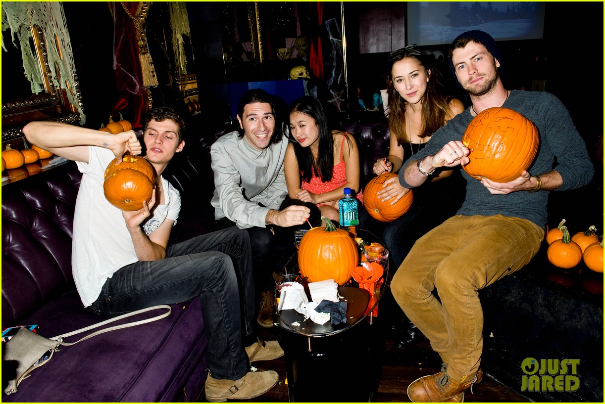 holland roden teen wolf cast just jared halloween party 2013 08