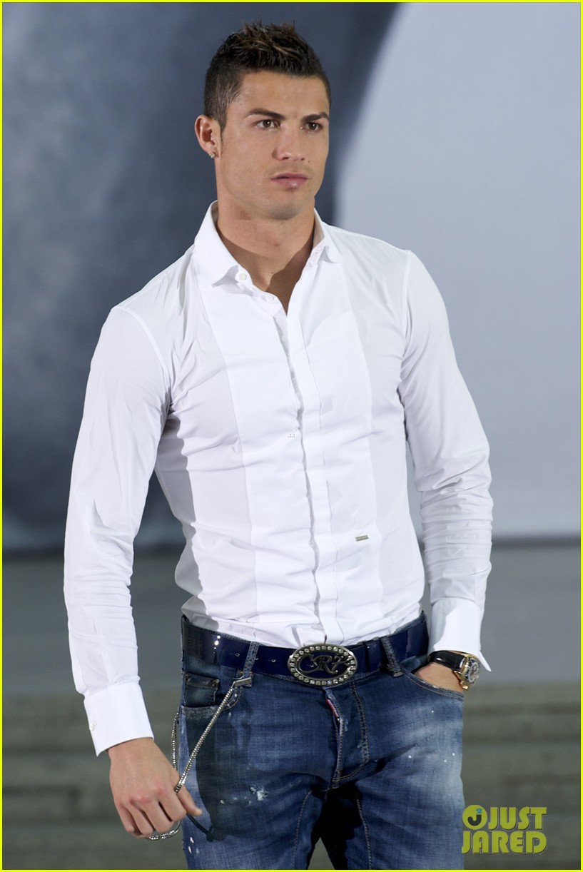 cristiano ronaldo launches underwear line shows buff body in ad 032983458