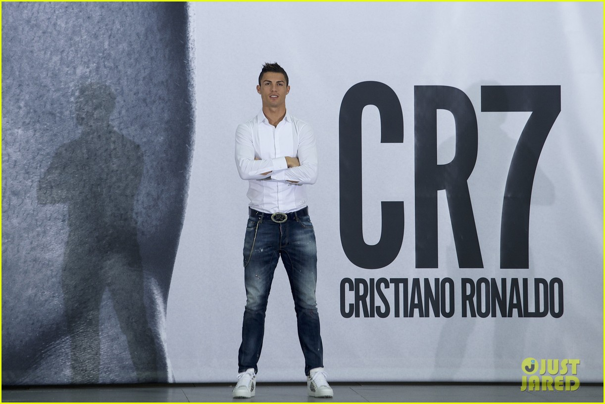 cristiano ronaldo launches underwear line shows buff body in ad 07