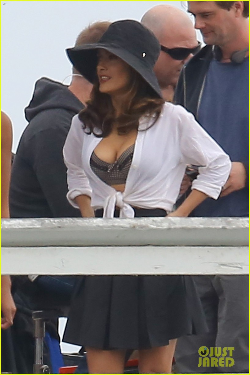 salma hayek bra reveal how to make love like englishman filming 02