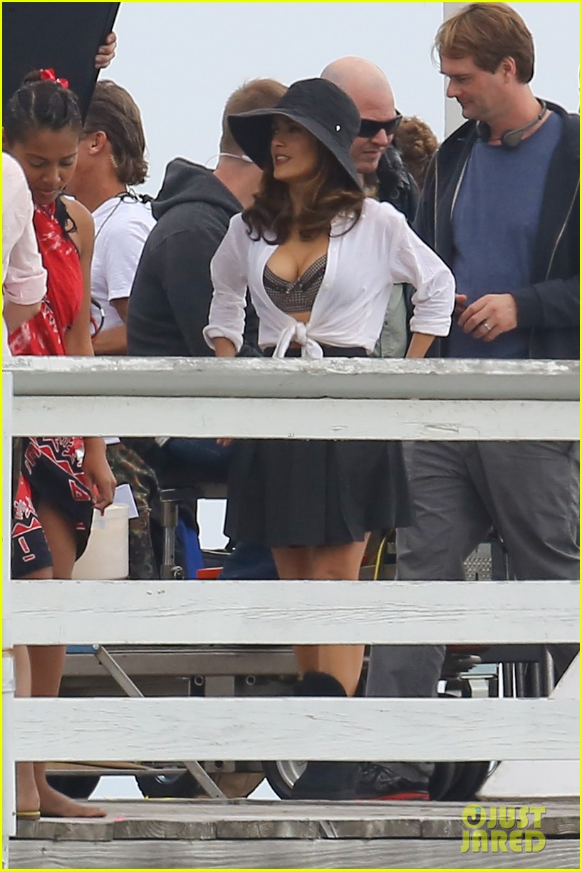 salma hayek bra reveal how to make love like englishman filming 41