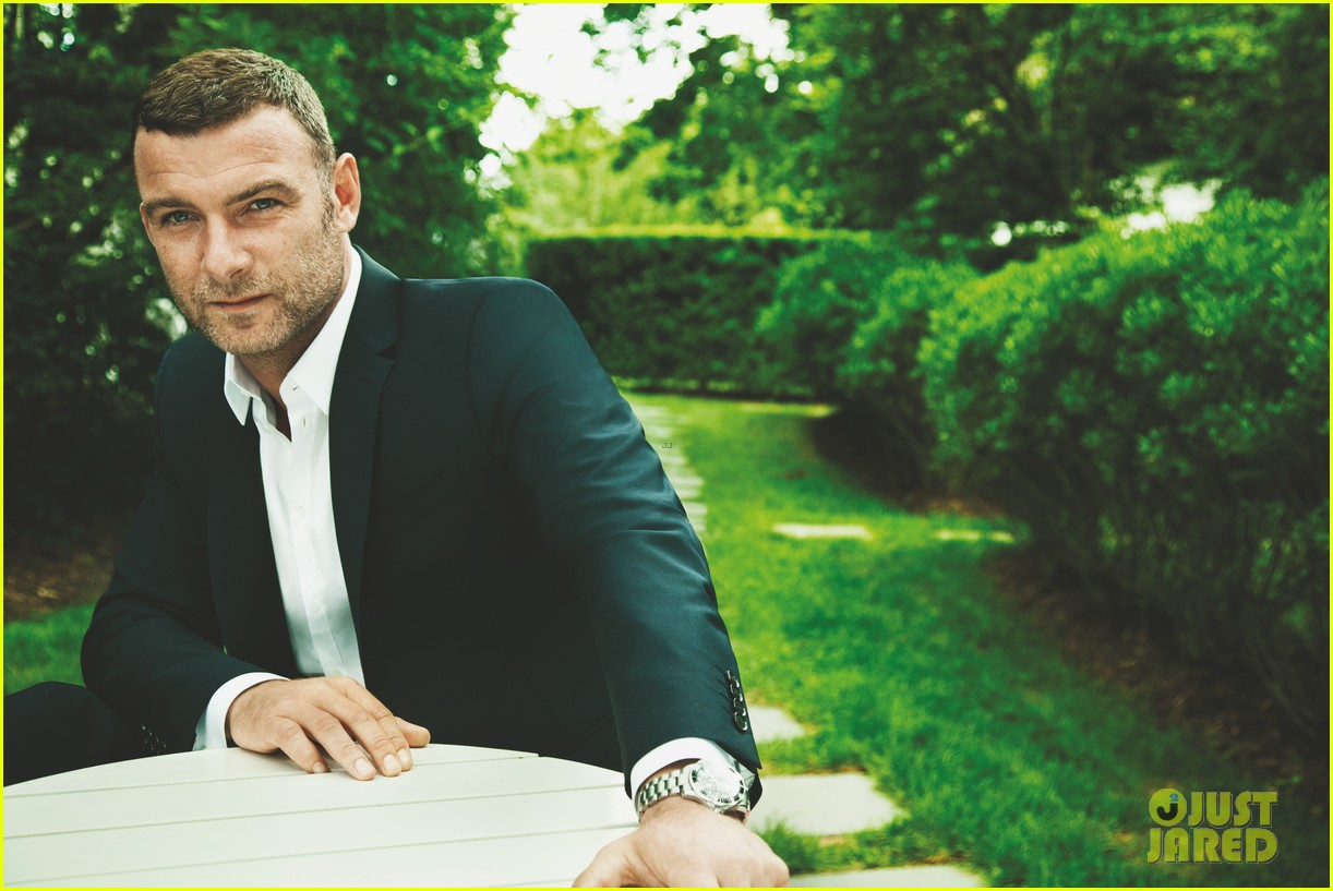 liev schreiber covers cigar aficionado nov dec 2013 012981722