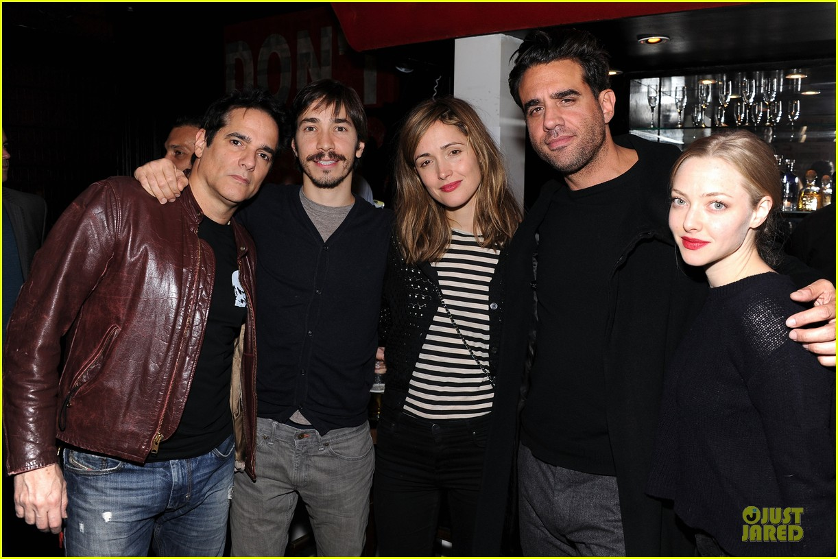 amanda seyfried justin long celebrity charades benefit gala 112982093