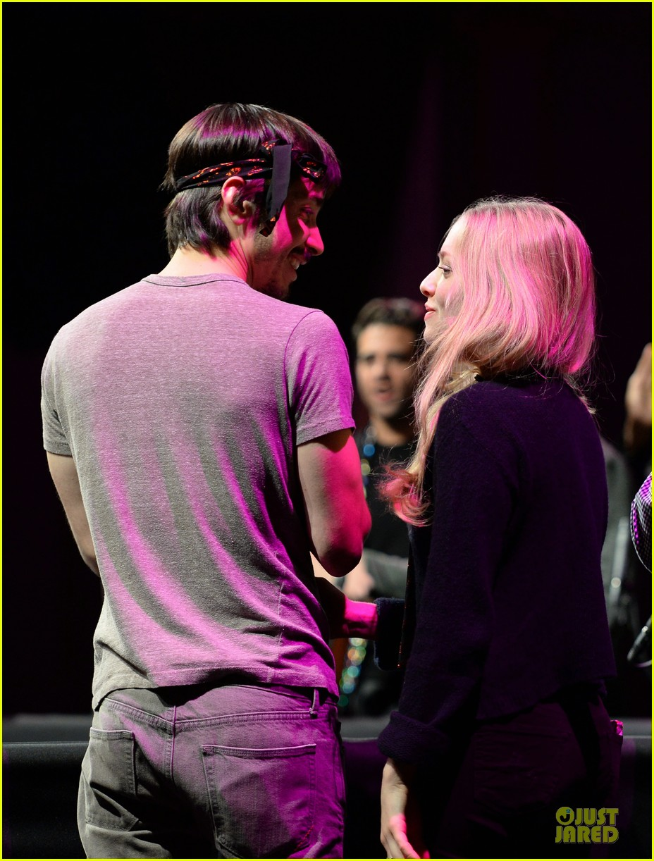 amanda seyfried justin long celebrity charades benefit gala 20