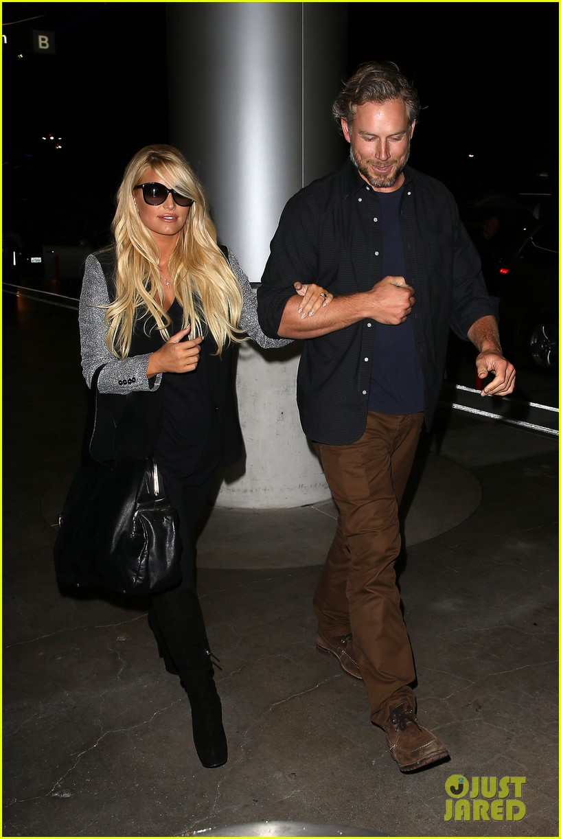 jessica simpson links arms with eric johnson at airport 13