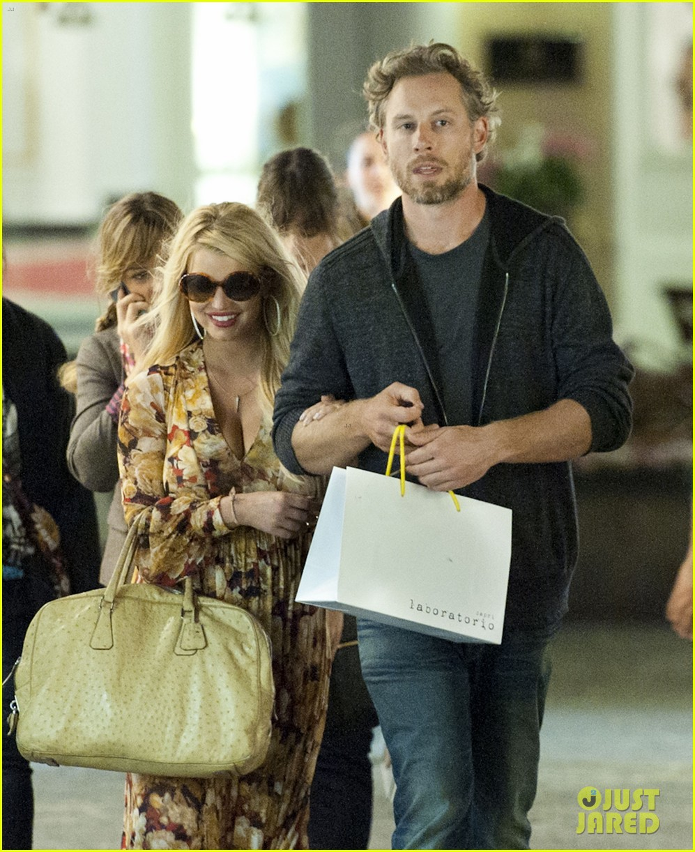 jessica simpson eric johnson in capri prepping wedding 04