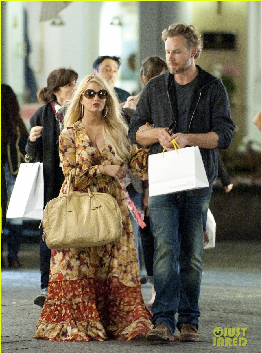jessica simpson eric johnson in capri prepping wedding 12