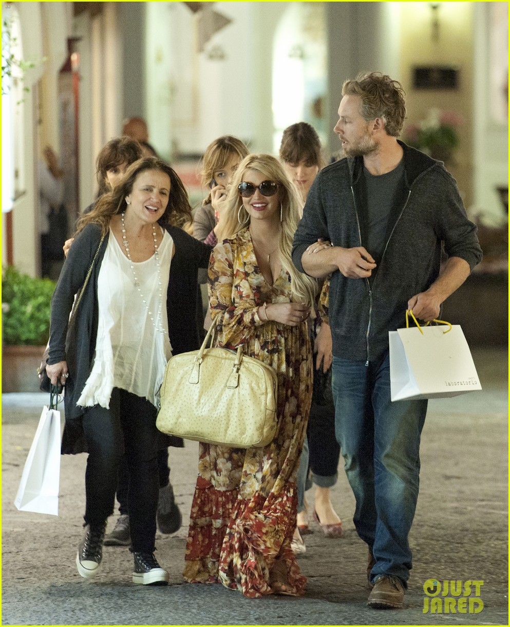 jessica simpson eric johnson in capri prepping wedding 15