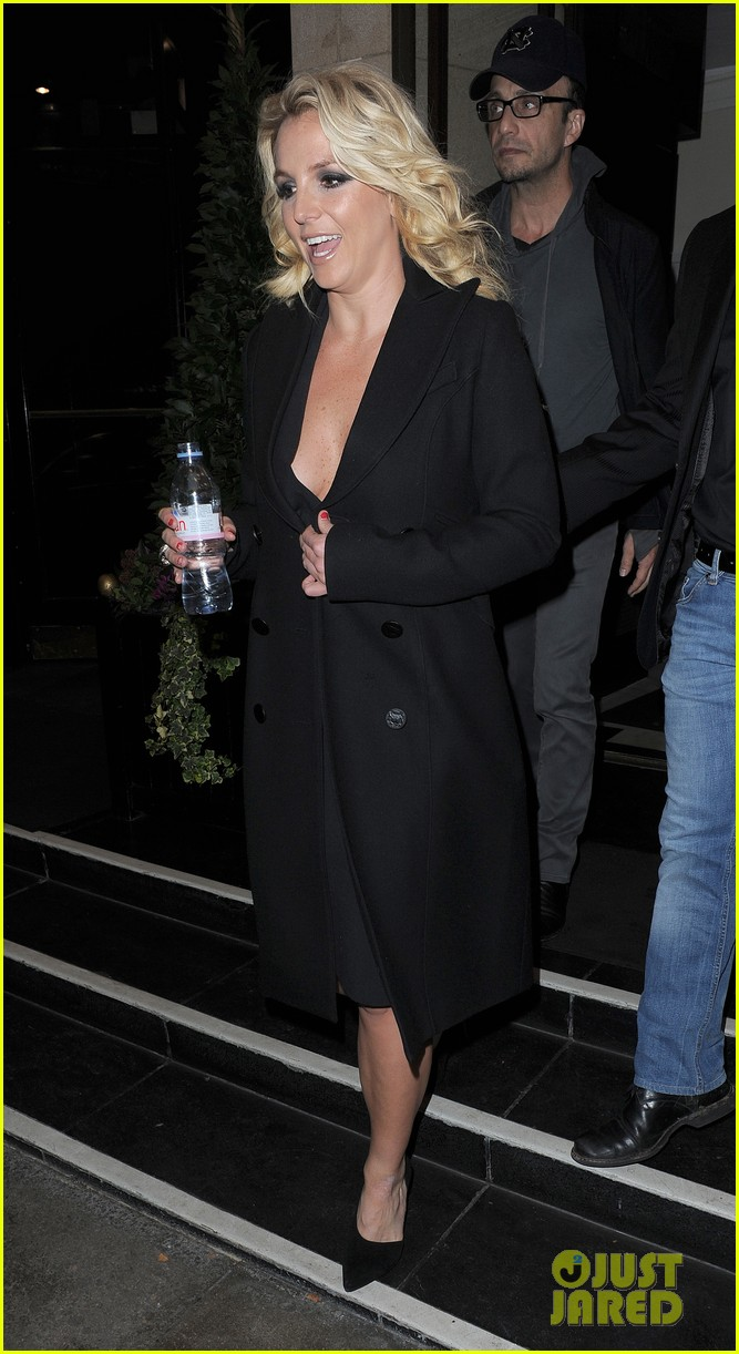 britney spears tapes chatty man appearance in london 15