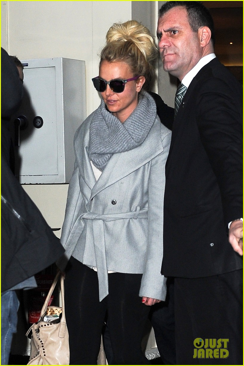 britney spears london exit after taping chatty man 03