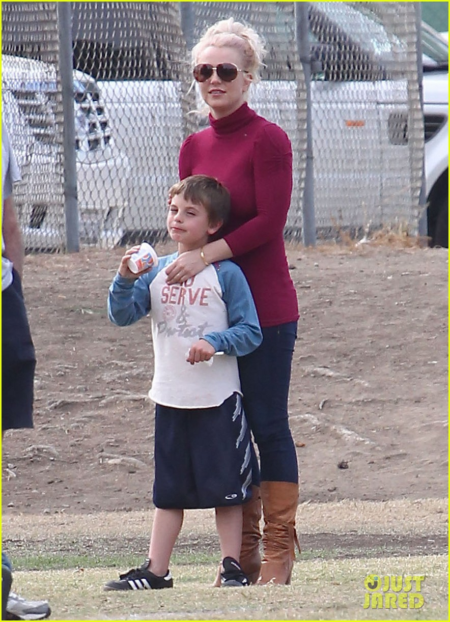 britney spears jayden soccer game with kevin federline 03