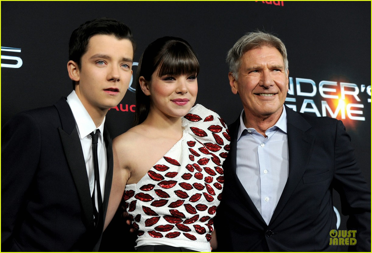 hailee steinfeld asa butterfield enders game premiere 02