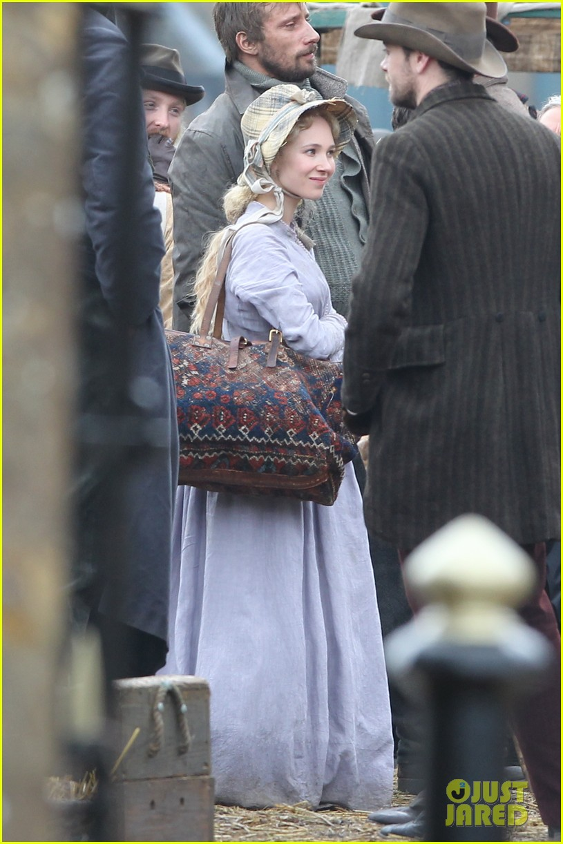 tom sturridge juno temple far from the madding crowd filming 01