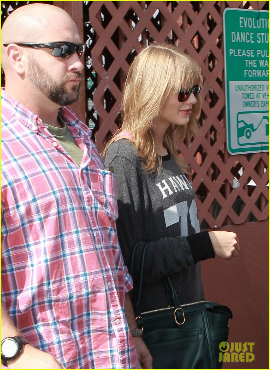 taylor swift hits the gym after baking  with kelly osbourne 09